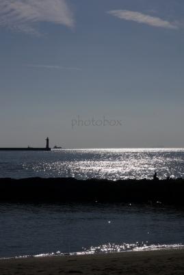 空、海、灯台、防波堤、釣り人、波打ち際、砂浜。。。全部盛り込んだった。(笑)